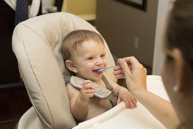 Ko neduoti valgyti kūdikiui?