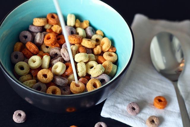 Ar sausi pusryčiai gali pakeisti pusrytinę košę? O gal gaminamės granolą?