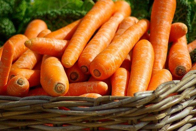 Kodėl maisto piramidė stovi ant daržovių