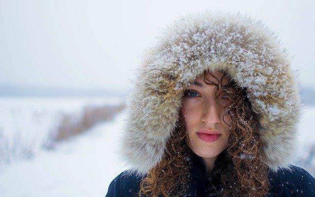 Svoris ir metų laikai: Ar žiemą tikrai visi sustorėjame? Atsako dietologė